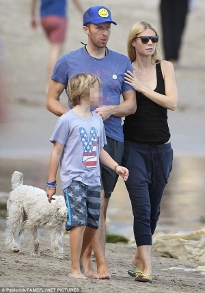 Gywneth Paltrow & Chris Martin walk arm-in arm as they spend Val with their kids