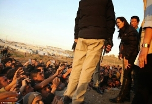 Hollywood Actress Angelina Jolie Visits Iraq & Meets With ISIS Victims At Refugee Camp – PHOTOS