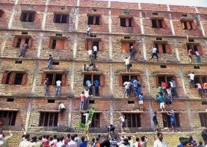 Indian students whose parents climbed a wall to help them cheat? 600 of them have been expelled