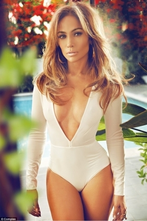 Jennifer Lopez Replies Those Questioning Her Sexy Outfits 'cause She's a Mom