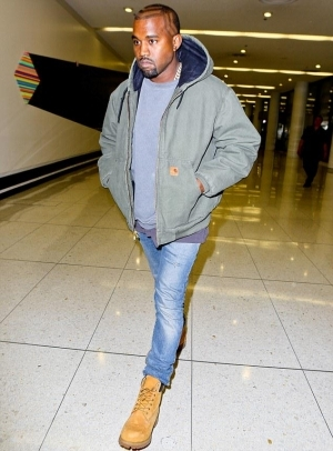 Kanye West Furious Over Wife's Leaked N*de Photos