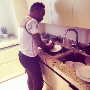 Kcee Showing Off His Dishwashing Skill In His Kitchen