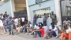 LASU Students Protest At Fashola's Office Over Closure Of Institution