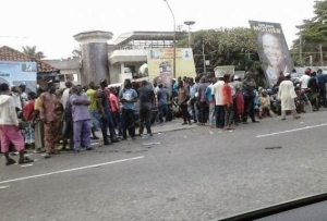 Large Crowd Waiting Outside Tinubu's House In Ikoyi Today