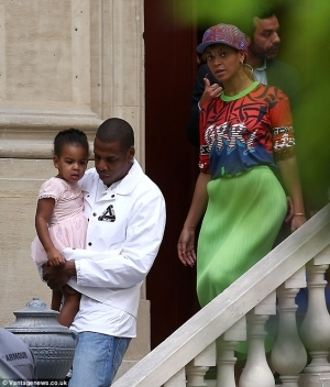 Look Here Haters!: Blue Ivy Rocks Sweet New Hairstyle