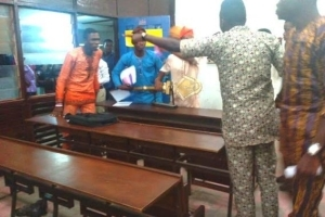 OAU Accounting students Rep council members engaged in combat during meeting.