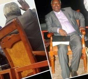 OAU students tussle to seat on Pastor Kumuyi