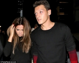 Ozil's girlfriend packs out of London home following cheating accusation