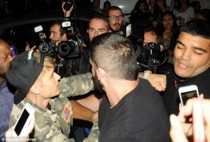 Paparazzi Hate?: Justin Bieber Allegedly Hit A Photographer