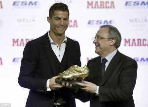 Photos: Cristiano Ronaldo presented with 3rd Golden shoe award
