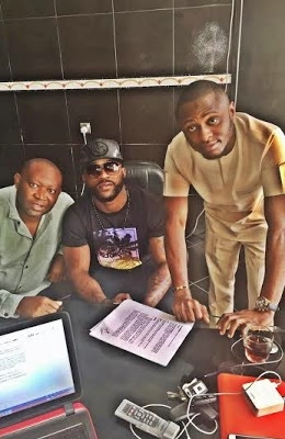 Photos: Iyanya Renews Contract With MTN For Another Year
