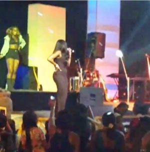 Pregnant Tiwa Savage Performing On Stage With Her Baby Bump
