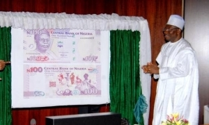 Pres. Jonathan Unveils The New N100 Notes   Photos
