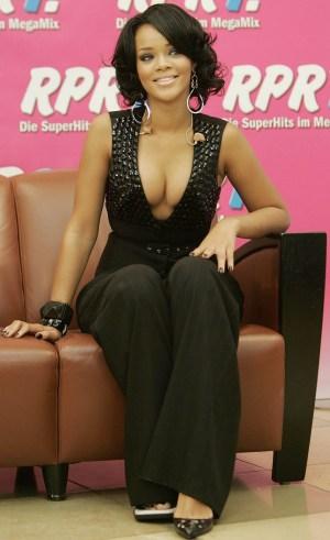 Rihanna Showcase Her Ripe Oranges