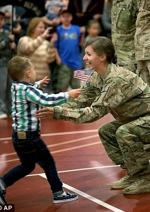 See adorable momemt 3 yr old interrupts homecoming procession to hug his mother after her 9month tour of Afghanistan