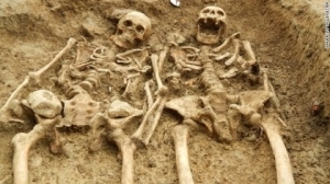 Skeletons found 'holding hands' after 700 years