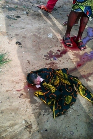 Woman Gives Birth On The Road In Lagos