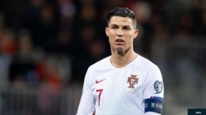 Cristiano Ronaldo Reprimanded For Not Wearing A Mask