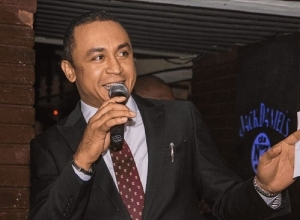 """Daddy Freeze Allegedly Calls Bishop Oyedepo A """"Bastard"""" And A """"Bald Headed Fowl"""" (Watch Video)"""