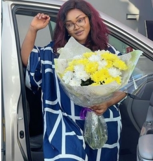 """""""I Might Give Marriage Another Shot"""" - Mercy Aigbe Says As She Shows Off The Flowers Her Man Sent To Her On Set"""