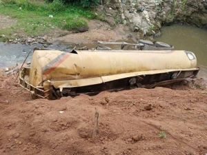 SO BAD!! Fuel Tanker Out Of Control Crushes 5 To Death In Oyo (Pics)