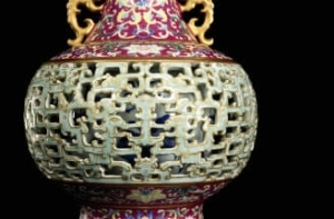 See the Chinese vase found in a pet-filled house that now goes for $9M (Photos)