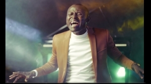 Elijah Oyelade – The Picture Of You (Video)