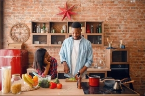 DO YOU AGREE? Only Poor Men Help Their Women To Cook In The Kitchen