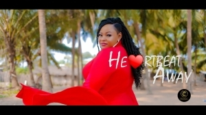 Naomi Classik – Heartbeat Away (Video)