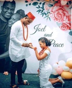 Confusion As Lady Kneels Down For Her Fiance To Ring Her Finger
