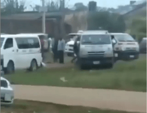Security operatives reportedly storm houses to retrieve COVID-19 palliatives allegedly looted overnight from a warehouse in Ibadan (video)