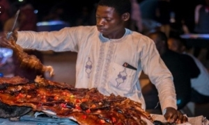 BE SINCERE!! When Buying Suya, Is Tasting Your RIGHT or PRIVILEGE?