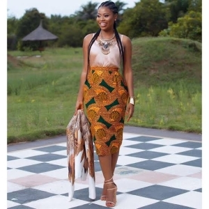 Davido's baby mama, Sophia Momodu says a man tried to get her attention with 150k credit alert