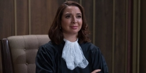 Maya Rudolph Modeled The Good Place's Judge Gen On Ruth Bader Ginsburg