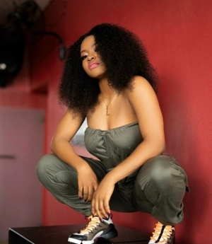 Davido Signs First Female Artist, Liya To DMW