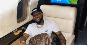 Davido flees as transgender tries to touch him (video)
