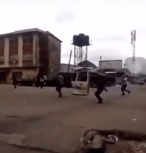 Police officers filmed shooting sporadically in Abia state this morning (video)