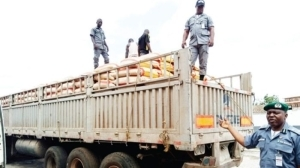 BREAKING!!! Custom Officers Arrest Dangote Truck With 600 Bags Of Smuggled Rice In Ogun State