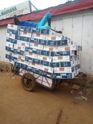 Hilarious! Is this man about to stock his shop with cartons of looted COVID-19 noodles?