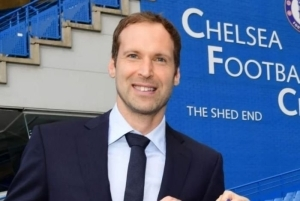 Petr Cech Identifies The Goalkeeper To Replace Kepa At Chelsea