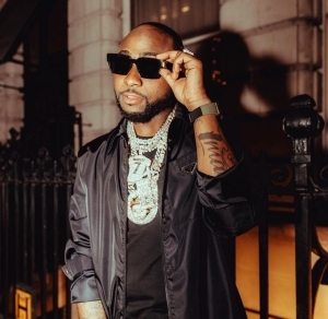 Davido Becomes The First 'Featured' Artist To Have 5 'No. 1' Songs On Apple Music