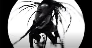 Willow Smith – t r a n s p a r e n t s o u l ft. Travis Barker (Video)