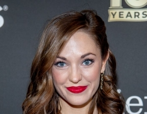 Net Worth Of Laura Osnes