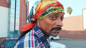 Snoop Dogg – Roaches In My Ashtray ft. ProHoeZak (Video)