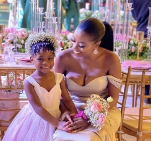 Davido's 5-Year-Old Daughter, Imade Advices Her Mum To Calm Down