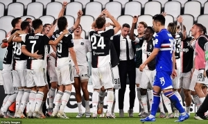 Cristiano Ronaldo and his teammates celebrate as Juventus win ninth consecutive Serie A title (photos)