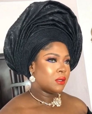 Actress Susan Peters Cries Out After She Bought A Small Basket Of Fish For N12,000