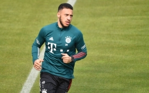 Arsenal, Man United and more linked with Bayern Munich open to offers for midfielder