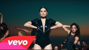 Video: Jessie J - Burnin