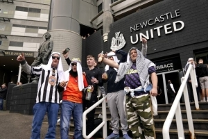 Newcastle carry out U-turn and say fans can wear Arab-style clothing at matches